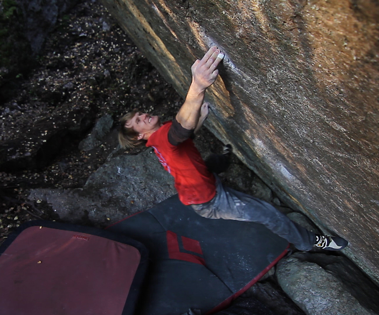 Nalle Hukkataival climbing hard boulder, the Lappnor project